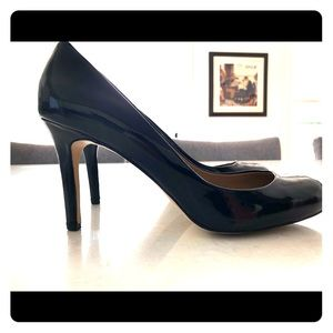 Ann Taylor patent leather pumps, barely used!